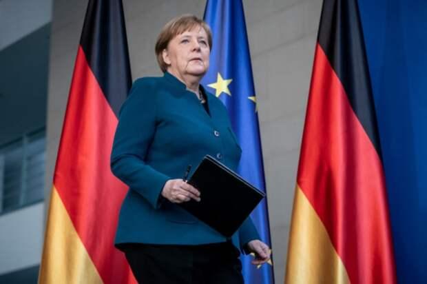 Канцлер Германии Ангела Меркель делает заявление для прессы