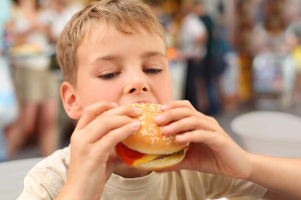 Лишний вес у ребенка: что делать?