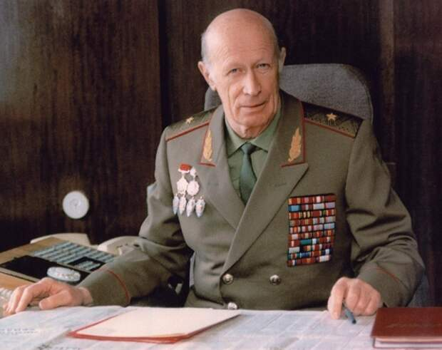 Генерал-майор ДРОЗДОВ Юрий Иванович
