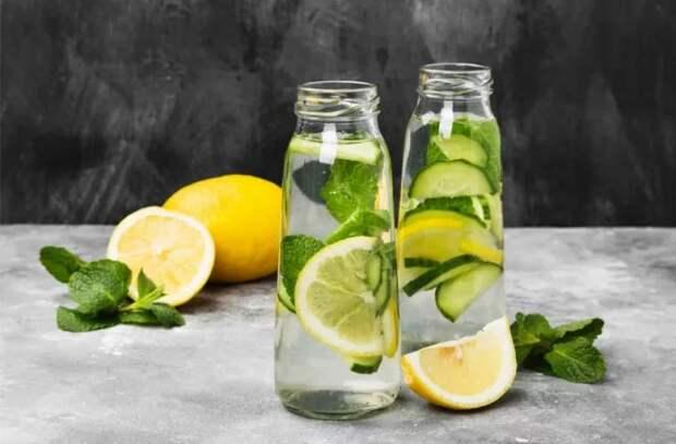 Зачем пить воду с лимоном утром натощак?