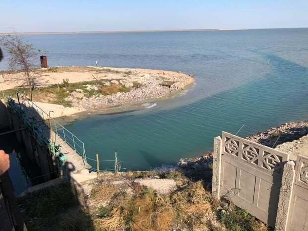Украина раскрыла тайные поставки сырья в Крым: на полуострове пока молчат