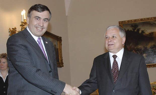 Президенты Грузии Михаил Саакашвили и Польши Лех Александр Качиньский (слева направо) во время встречи в Тбилиси