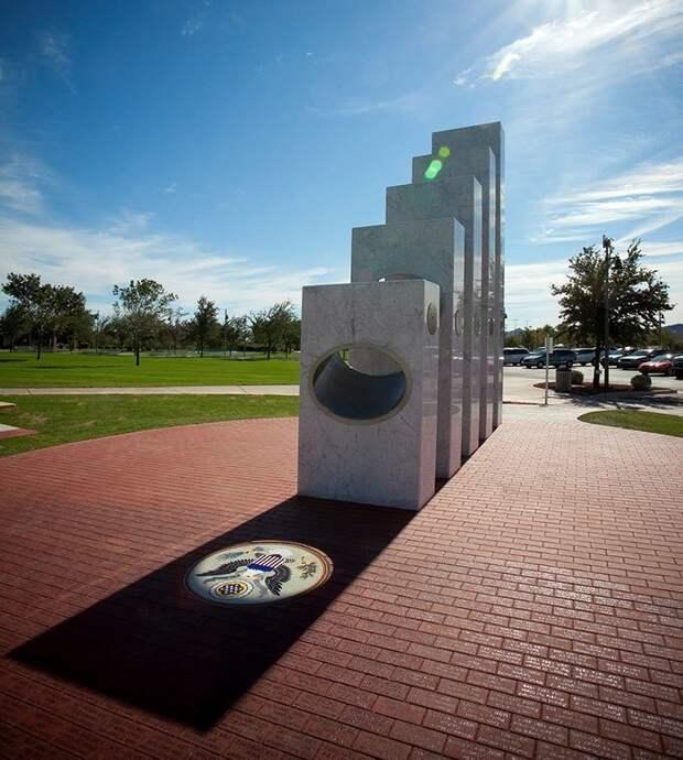 Уникальный памятник раскрывает свой замысел лишь на одну минуту в году Антем, день ветеранов, инженерные штучки, необычно, памятник, сша, точный рассчет, удивительно