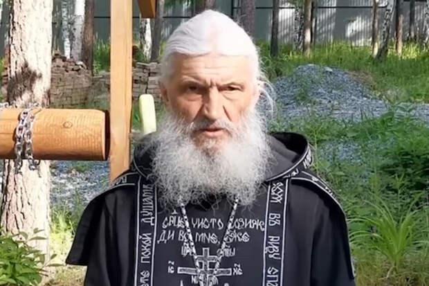 Схимонах Сергий устроил забег с иконами