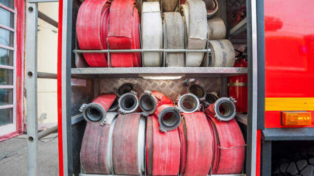 Лесоматериалы загорелись под Иркутском на площади более тысячи квадратных метров