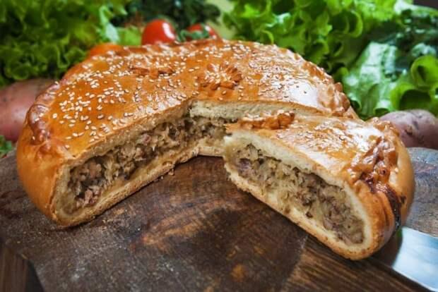 Закрытый пирог с капустой и мясом