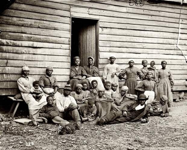 Люди на продажу: пугающие фотографии XIX века с аукционов чернокожих рабов в США