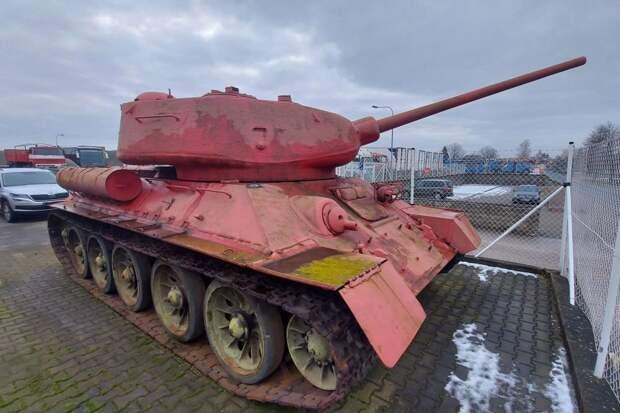 Житель Чехии предъявил полиции розовый танк