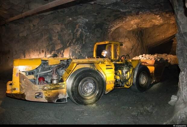 Ежегодно рудник добывает 2 млн 150 тыс тонн руды со средним содержанием золота 2 грамма...
