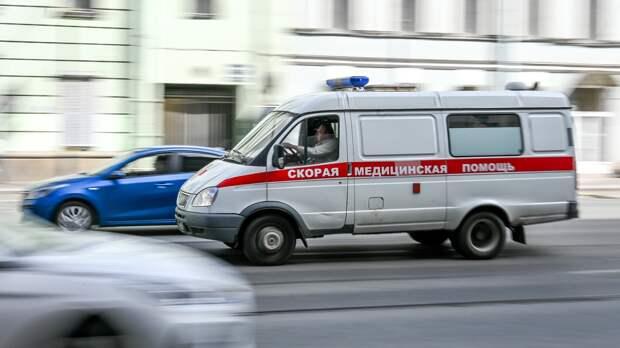 Семь человек пострадали при столкновении легковушки с автобусом на Кубани