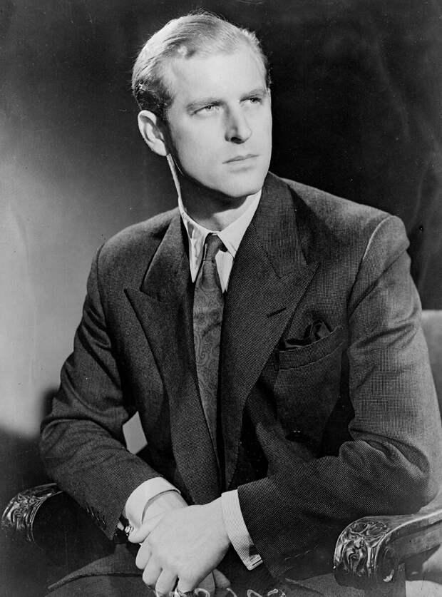 Принц Филипп, герцог Эдинбургский (родился принцем Филиппом Греческим и Датским; 1921 – 2021 гг.), был членом британской королевской семьи в качестве мужа Елизаветы II.