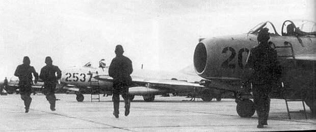 МиГ-17 против F-105: первая победа советских истребителей во Вьетнаме