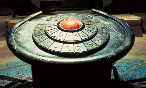 Пол в пирамиде Хеопса провалился: археологи спустились в скрытую комнату