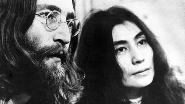 Убийца Леннона через сорок лет извинился перед вдовой музыканта