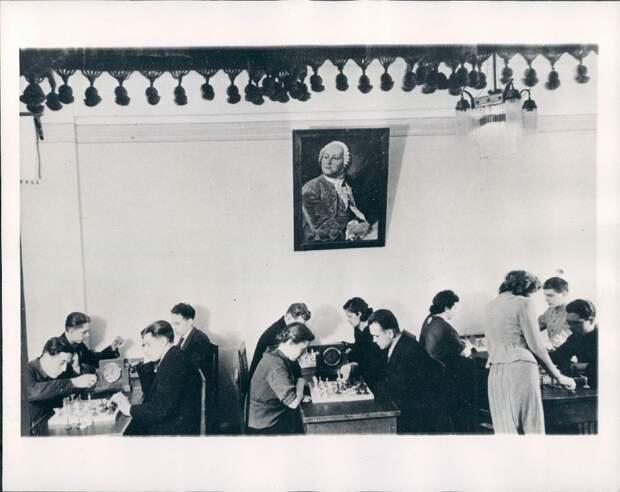 1945. Новосибирск, Россия. Шахматный турнир в клубе медиков