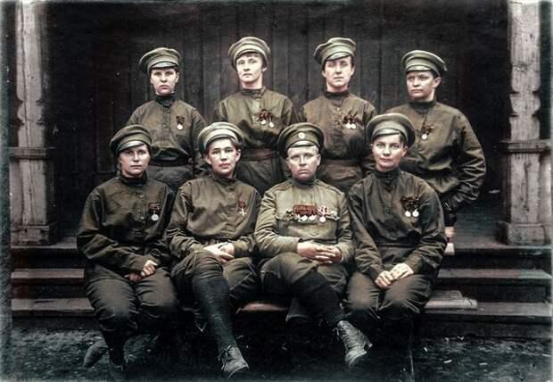 Бойцы женского батальона смерти, нижний ряд вторая справа - Мария Бочкарева