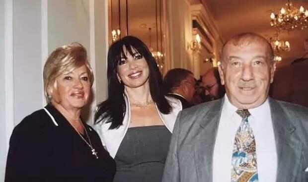 Наташа с родителями
