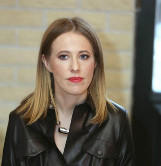 «Разъясняю для лохов»: Ксения Собчак оправдалась за рекламу мебели из Китая, зацепив Ксению Бородину