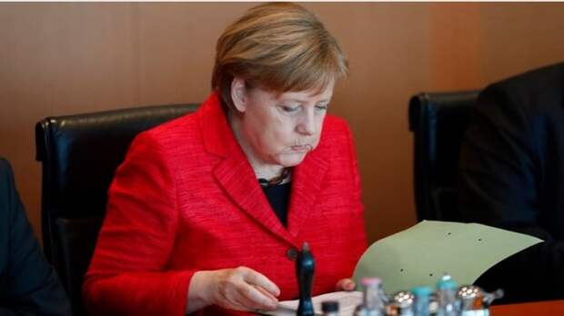 Меркель отблагодарила британские спецслужбы, передав им досье на Путина