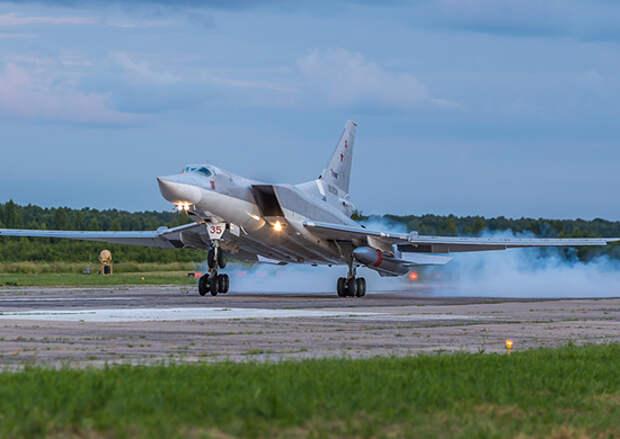 Экипажи самолетов Ту-22М3 выполнили учебные пуски ракет по полигону