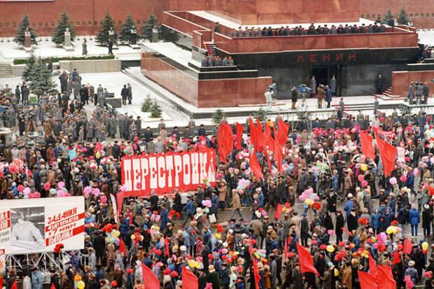 Красная площадь. Демонстрация трудящихся в день 71-й годовщины Великой Октябрьской социалистической революции, 1988 год