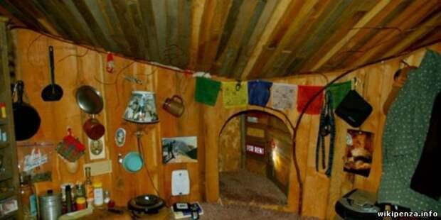 Обычная с виду землянка превращается в уютное, но компактное жилище, в котором можно жить круглый год