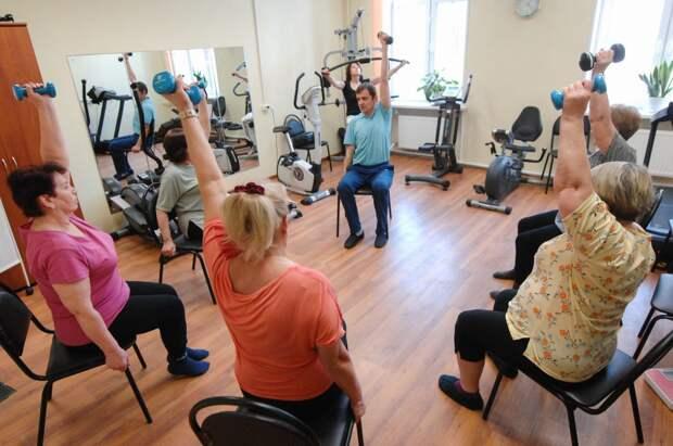 Пенсионеров из Лианозова пригласили к участию в гимнастических занятиях