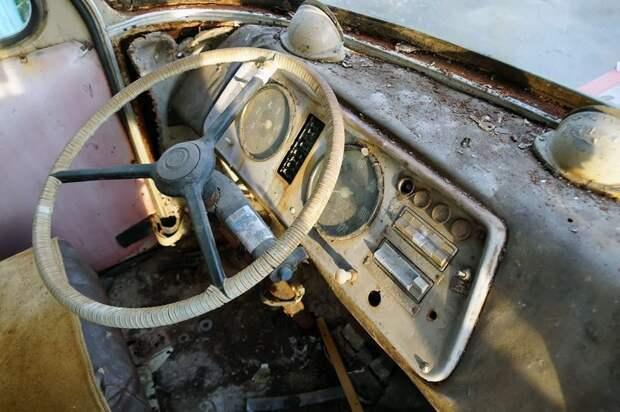 В кабине — полный порядок: смахнуть пыль, и на маршрут! ЛАЗ, ЛАЗ-695Е, авто, автобус, олдтаймер, реставрация, ретро авто, ретро техника