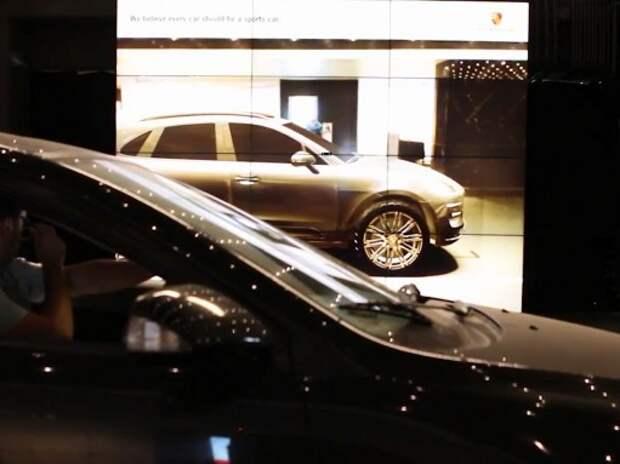 Автомобилистам помогли посмотреть на себя со стороны за рулем Porsche Macan (ВИДЕО)