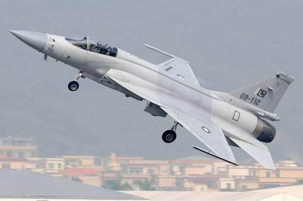 EurAsian Times: Пакистанский пилот JF-17 рассказал о «встрече» с Су-30МКИ ВВС Индии в 2019 году