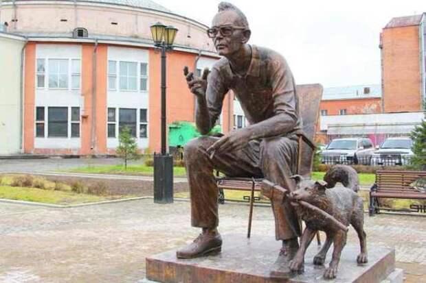 Памятник Гайдаю в Иркутске