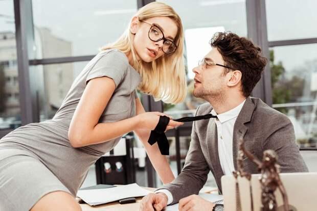 8 жестов, которыми женщина подчиняет себе мужчин