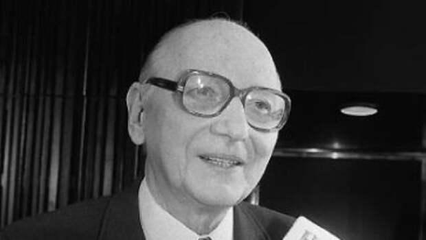 Хайнц Фельфе: за что оберштурмфюрер СС получил ордена Красной Звезды и Красного Знамени