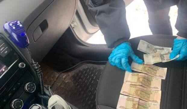 Екатеринбуржцу грозит год тюрьмы завзятку в500 рублей