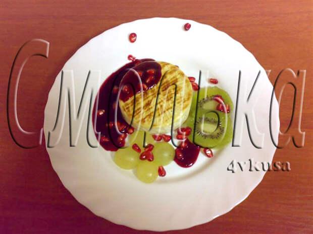 """Сыр Камамбер запеченый на рельефной сковороде с клюквенным соусом """"Половецкие пляски от плиты до компа!"""""""