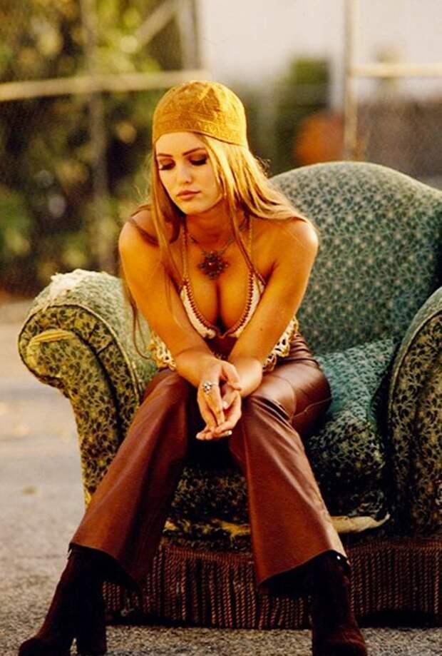 Раскрепощённая Ванесса Паради в соблазнительной фотосессии 1992 года.