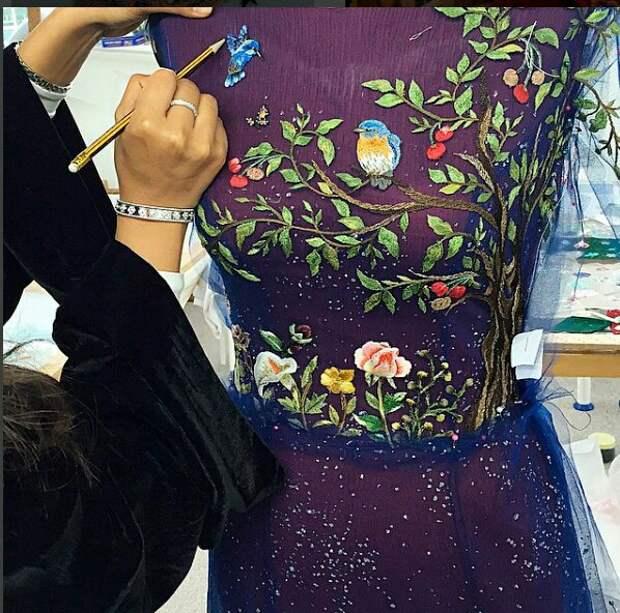 Этапы работы: вышитое платье