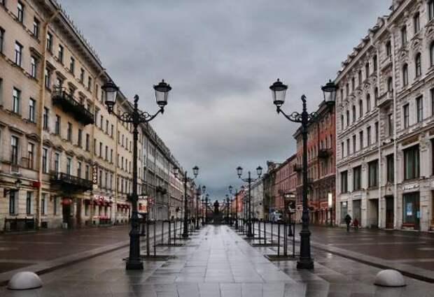 Обязательная самоизоляция и выплаты: какие меры по защите граждан введены в СПб и МСК