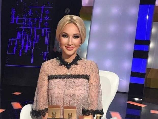"""""""Тянемся на шпагатик"""": Кудрявцева показала, как ее двухлетняя дочь делает растяжку"""