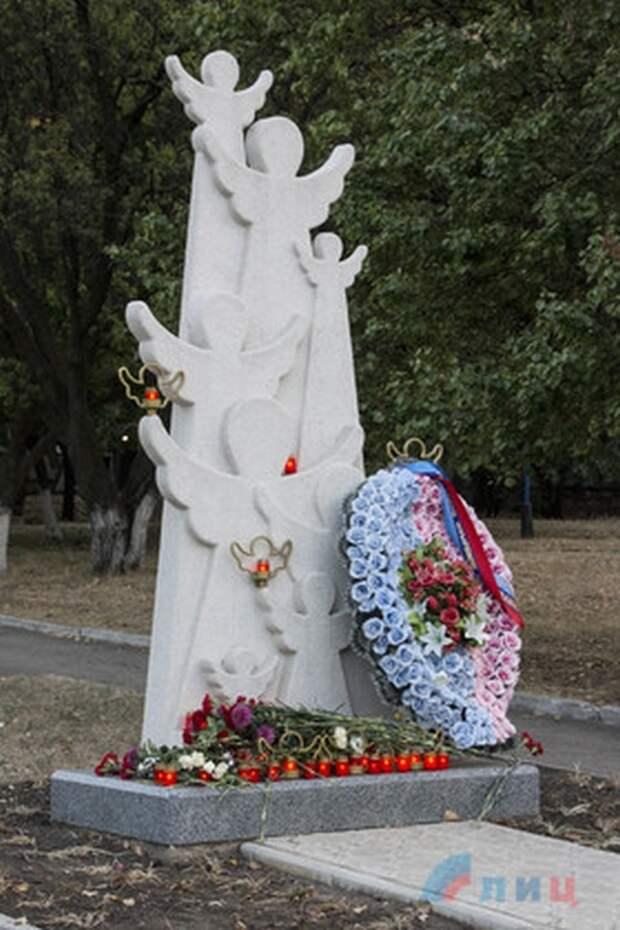 Ко Дню мира в Луганске почтили память погибших детей ЛНР