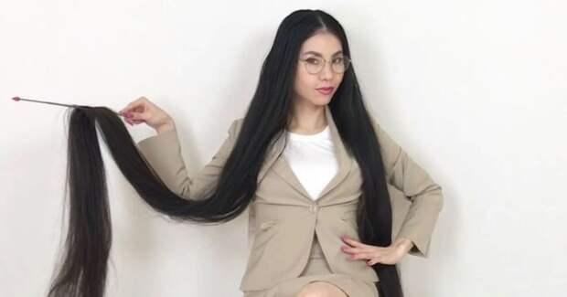 Девушка ссамыми длинными вЯпонии волосами вынуждена терпеть насмешки