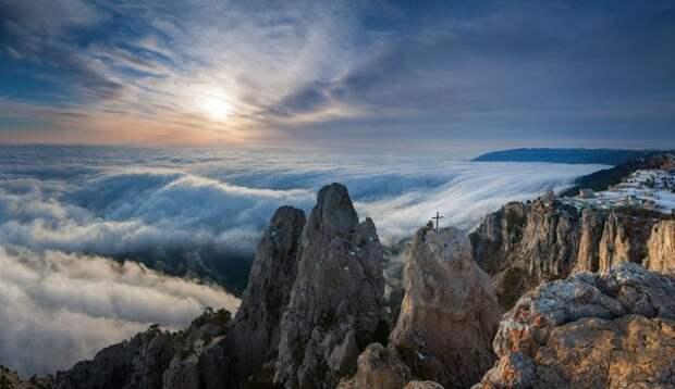 Туристы застряли в скалах в Крыму
