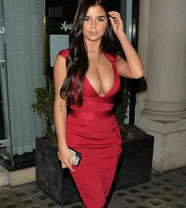 Маленькое красное платье Деми Роуз свело с ума поклонников