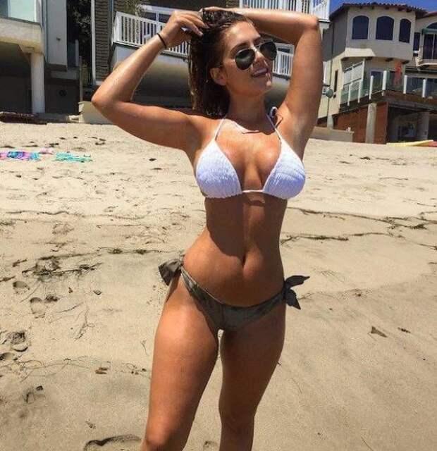 Замечательные девицы на пляже...