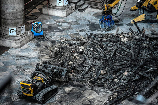 15 фото, показывающих, что происходит сейчас в сгоревшем Нотр-Даме