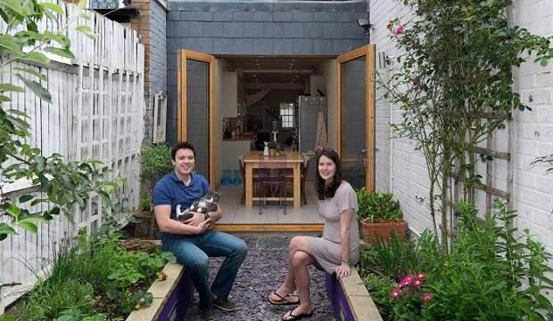 Уже шесть лет в этом доме счастливо живут Том и Сара Тидбери со своим котом.