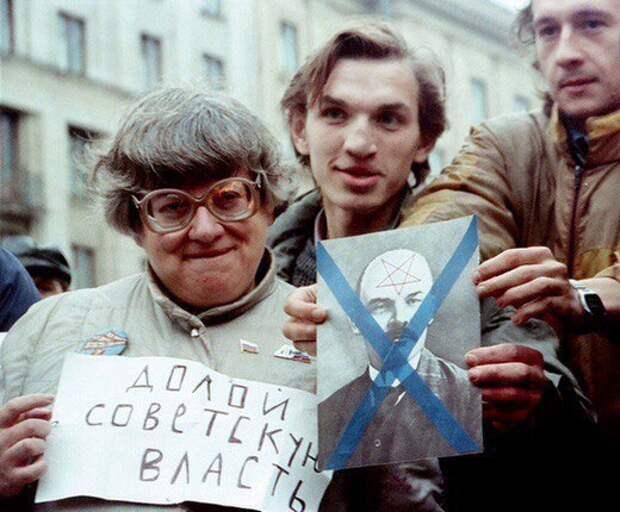 Новодворская на митинге против Советской власти у Моссовета, сентябрь 1990 года