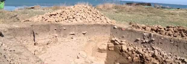 На берегу Крыма нашли новую часть затопленного античного города Акра