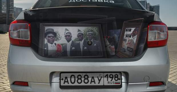 «Ситимобил» нарисовал на такси необычные предметы из «Доставки»