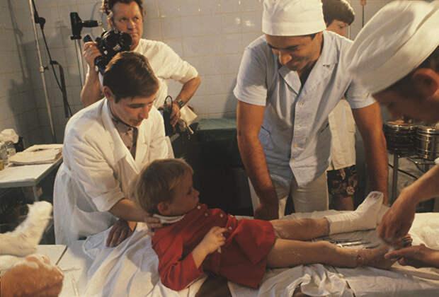 Этой малышке родной отец отрезал обе ноги косилкой. Однако врачи смогли совершить немыслимое врачи, девочка, исторические параллели, судьба